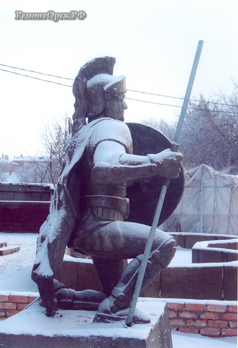 слепить скульптуру