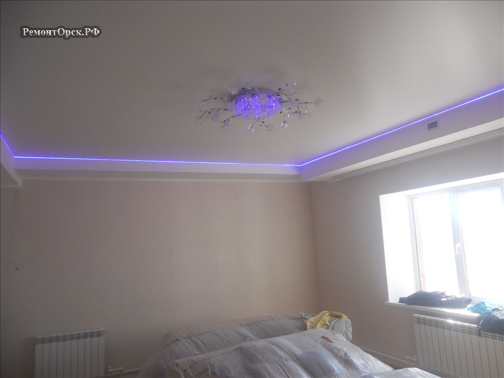 натяжной потолок ремонт спальни