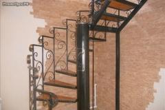лестница винтовая в коттедже