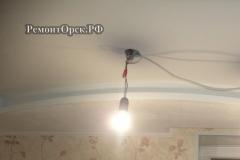красивый потолок с подсветкой в комнате