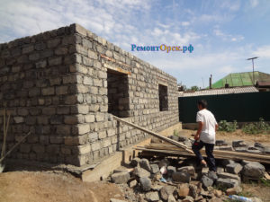 Строительство дома из материала шлакоблок